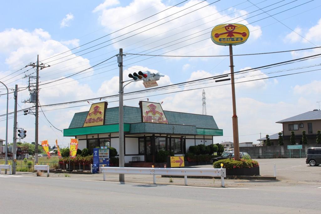 尾島店は変則十字路の交差点にあります。