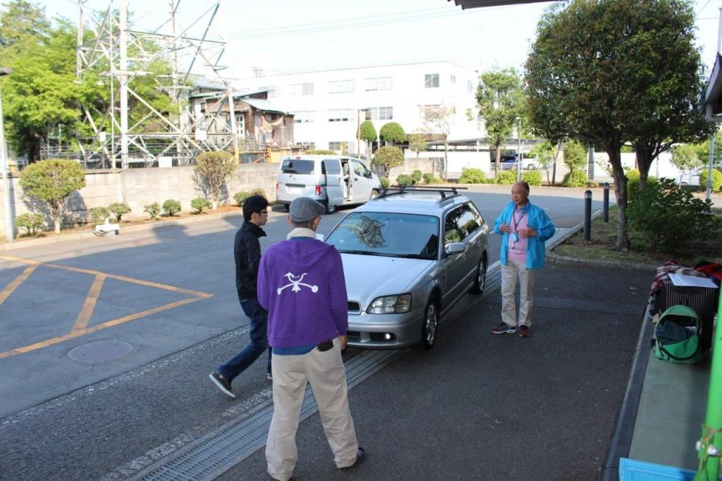 車両は冷蔵車、バネット、レガシーの3台。