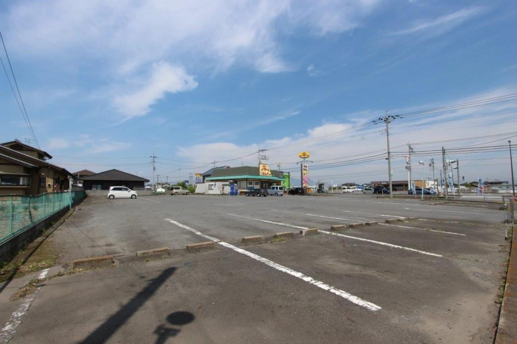 駐車場は広い。トラックOK。