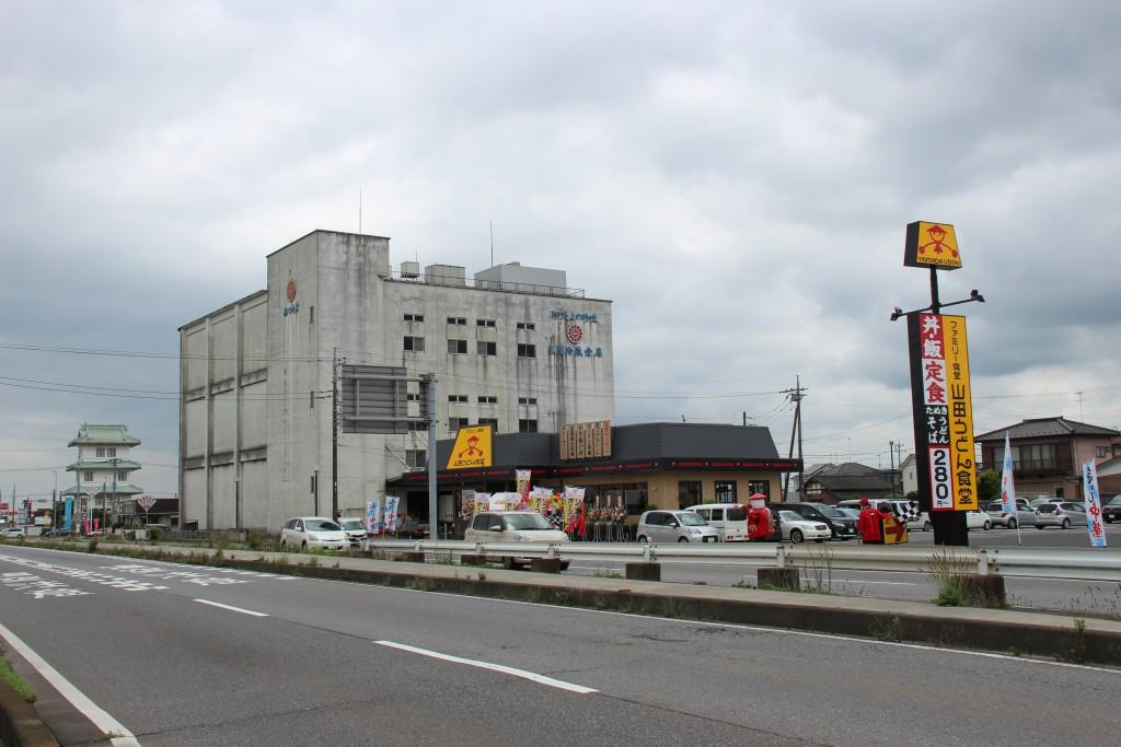 左の倉庫の向こうに『豊田城前衛第二陣』が見えます。