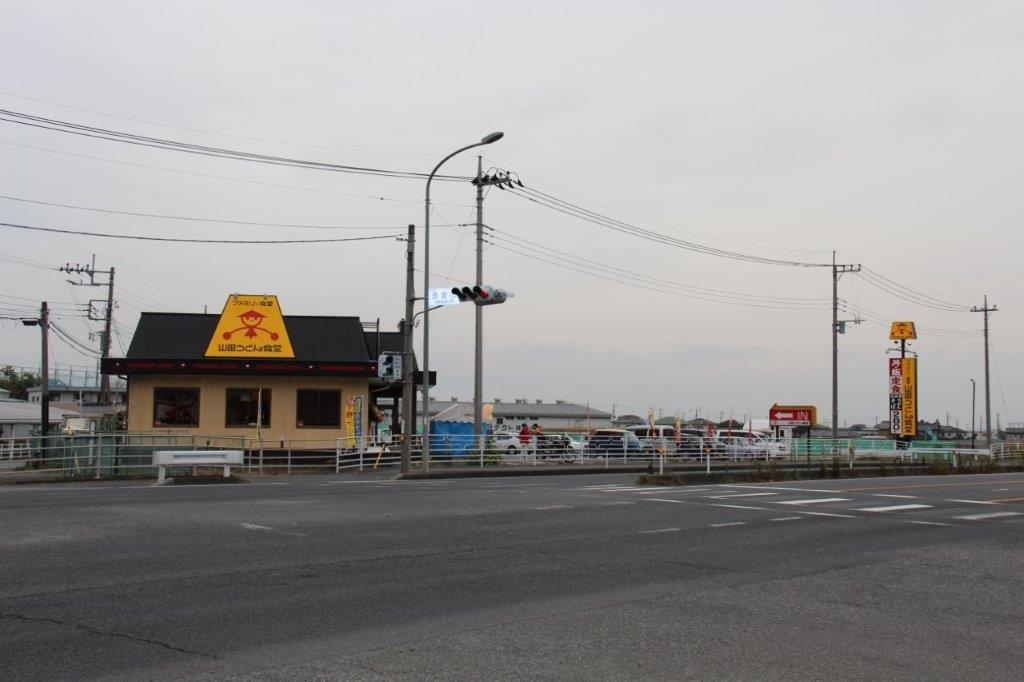 太田50号バイパス店。交差点反対側から。