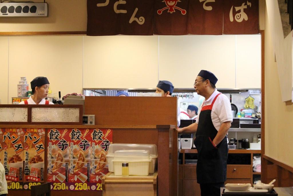 在りし日の蒲田店厨房前。