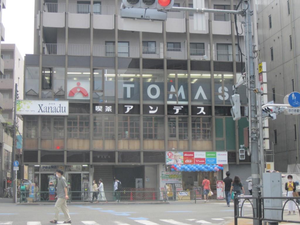 練馬駅前。閉店の喫茶アンデス。